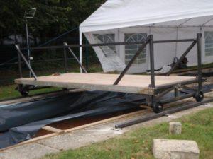 Rolling platform gantry on steel track